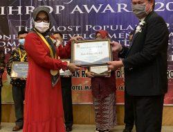 Kadis Pendidikan Terima Penghargaan Woman Development Award 2021 dari IHRDP
